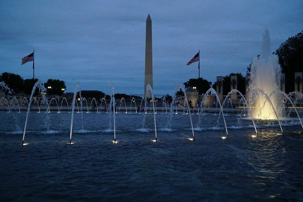 fountains in washington dc shot at night